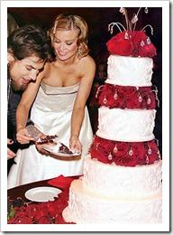 Кармен Электра угощала своих гостей четырехъярусным тортом, украшенным кристаллами Сваровски.