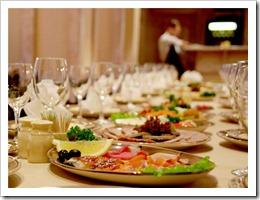 Как организовать свадебный стол?