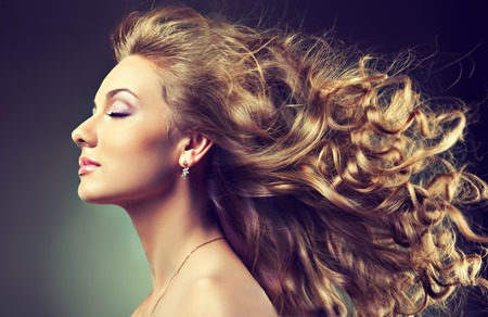 При использовании содовых масок улучшается рост волос, так как применение соды